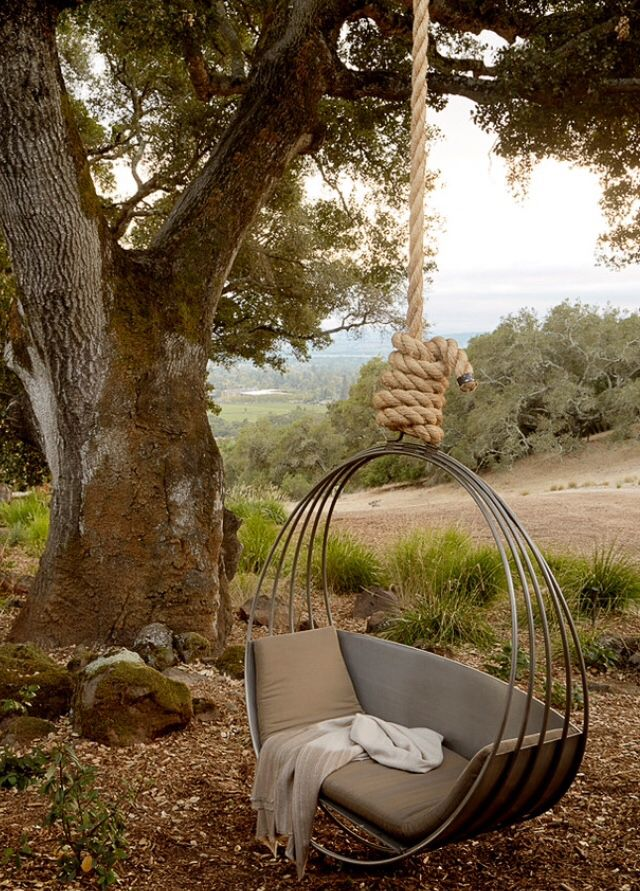 This would be a fun swing to have in the lower yard.