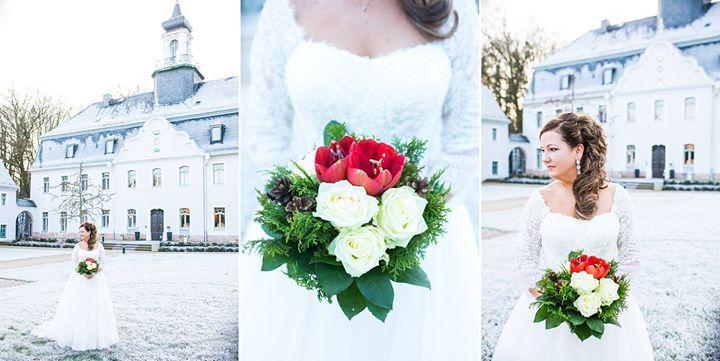 Am Samstag durfte ich eine wunderbare Winterhochzeit begleiten. Es war traumhaftes Wetter und es  war so winterlich weiß. Wir hatten wirklich Glück. denn schon am nächsten Tag war alles wieder grau. Perfekt für eine deutsch-amerikanische Hochzeit hier in Sachsen.   Styling Braut: Sabine Hindemith Friseure - http://ift.tt/1HQJd81