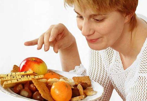 Есть целый ряд способов облегчения своего самочувствия в такие дни. В легких случаях следует начинать с изменения образа жизни - в этом случае поможет физическая нагрузка, регулярное питание небольшими порциями и бессолевая диета.