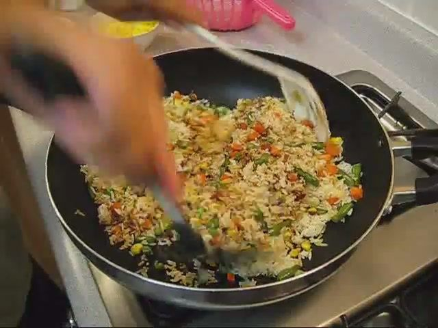 Cum să faci acasă orez chinezesc prăjit cu legume
