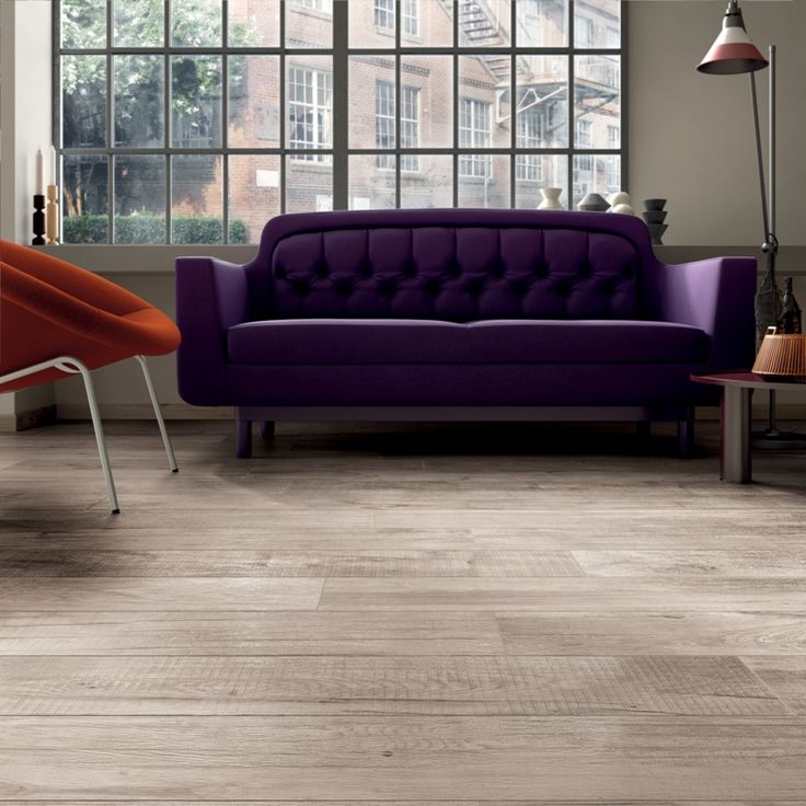 Collezione DOLPHIN di ABK. Pavimento colore Milk 20x120 e 20x170cm. #livingroom #living #gres #porcellanato #ceramica #ceramics #tile #floor #decor #sofa