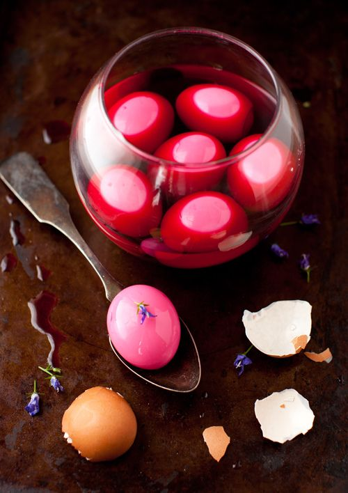 beet dyed eggs. au natural.Artists Food, Eggs Dishes, Beets Juice, Beets Eggs, Beets Supplies, Beets Dyed, Deviled Eggs, Appetizer, Purple Eggs
