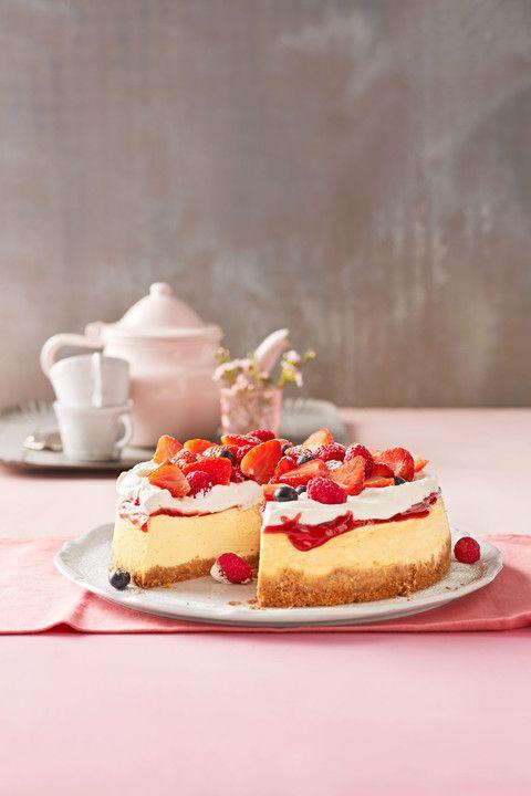 American Cheesecake mit Sahne-Beeren-Topping