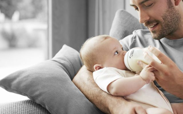 Diventare Papà in estate è più facile I risultati mostrerebbero che la motilità degli spermatozoi raggiunge il suo picco durante lestate papà fertilità