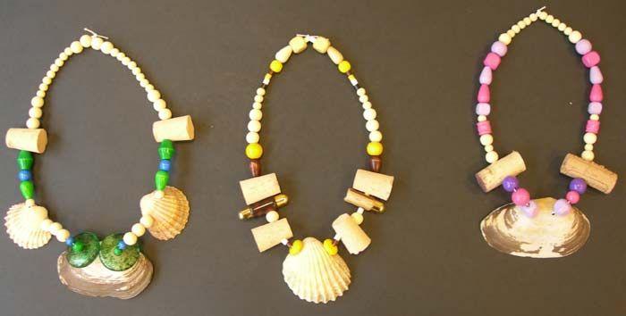 colliers style préhistoire  faire les perles en argile auto durcissante, peindre? trouver des coquillages; fil élastique                                                                                                                                                                                 Plus