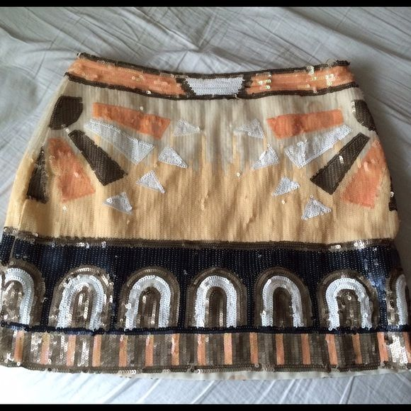 Luna boutique sequin mini skirt Super cute sequin mini skirt! Only worn once and the tag is still attached. Size small and in perfect condition. Skirts Mini