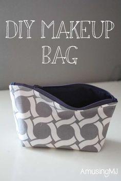 DIY Makeup Bag-- super easy tutorial | www.amusingmj.com