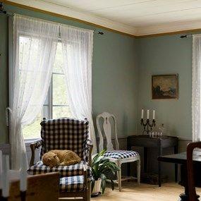 Hos Gysinge hittar du material och inredning som gör att det känns som hemma. På riktigt. Vi erbjuder ett brett sortiment av genuina varor för byggnadsvård, inredning och design. Textil, färg, såpa, möbler, inredningsdetaljer, trädgård, belysning och mycket annat. Tidstypiska detaljer för hem från 1700-talet och framåt.