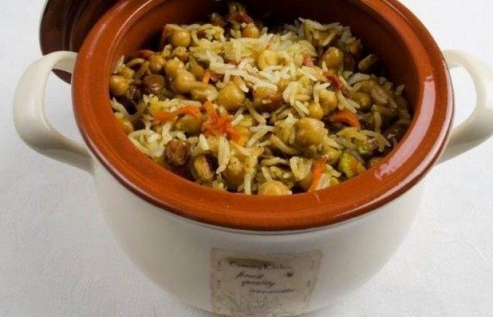 Плов с нутом в мультиварке http://mirpovara.ru/recept/2968-plov-s-nutom-v-multivarke.html  Плов с нутом, приготовленный в мультиварке - вегетарианское блюдо, которое также отлично подойдет и ...  Ингредиенты:  • Рис - 120г. • Нут  - 100г. • Вода - 320мл. • Изюм - 20г. • Лук репчатый - 1шт. • Морковь - 1шт. • Тыква - 120г. • Чеснок - 1шт. • Фисташки - 20г. • Зира - 1ч. л. • Карри - 1ч. л. • Масло растительное - 3ст. л.  Смотреть пошаговый рецепт с фото, на странице…