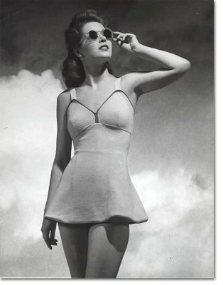 Such a cute skirted swimsuit style. 1940s.