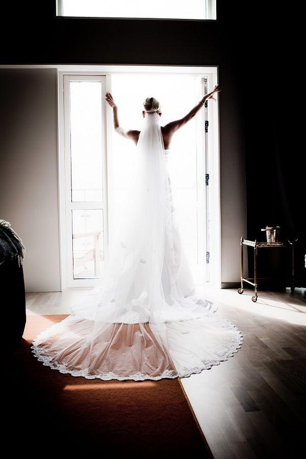 Underbar bröllopsklänning / Lovely wedding dress / by http://dittbrollop.se / Photo: www.hidvi.com