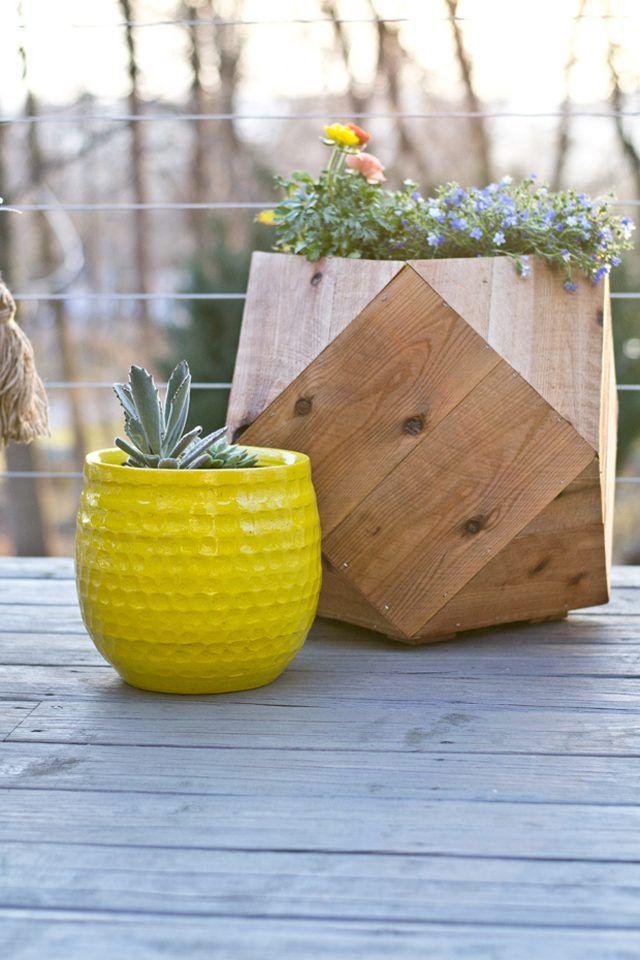 Costruire una fioriera geometrica da picchetti di recinzione di cedro.