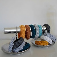 Crochet tutorial for bracelets in Dutch and English. There are 5 different bracelets to choose from. ♥