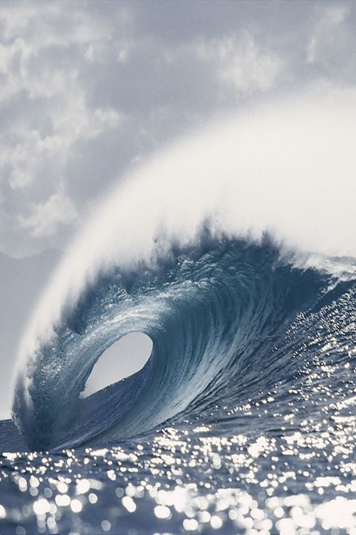 A large tubing wave at Pipeline, on the north shore of Oahu, Hawaii.