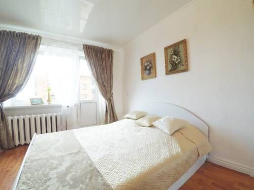Kak Doma Apartments on Krasnaya street Petrozavodsk Kak Doma Apartments on Krasnaya street offers pet-friendly accommodation in Petrozavodsk. Guests benefit from balcony. Free private parking is available on site.  Towels and bed linen are offered in this apartment.