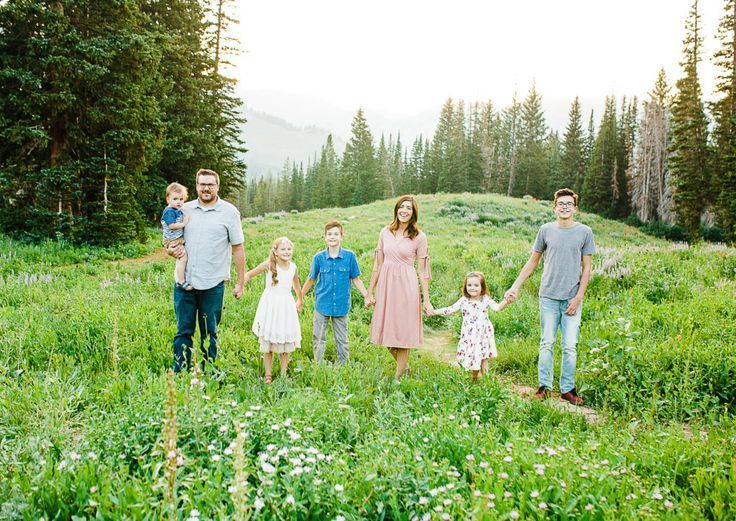Beautiful family session at Albion Basin in Utah | Utah Family Photographer | Utah photographer | Family pose ideas | Mommy and me session | mommy and me poses | What to wear for family pictures | What to wear for a family session | Family pictures | Family picture session | Family pose ideas | How to pose a family | Wild flowers | Lace dress | Toddler pictures | I'd love to work with you! Please contact me through my website! www.trulyphotographyut.com