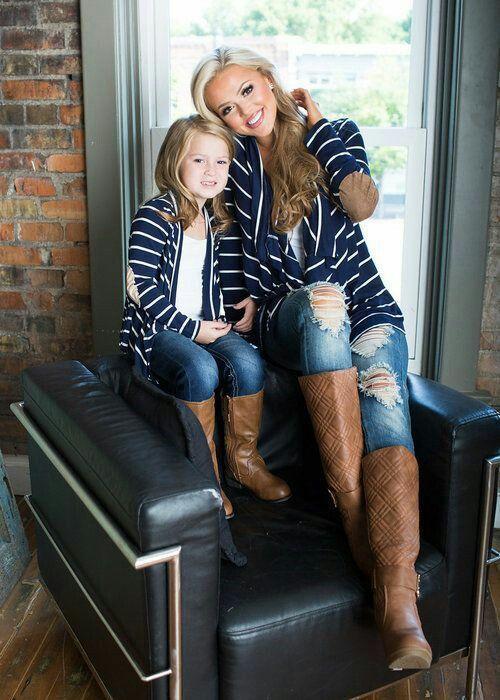 Mode mères,filles  70 des plus beaux look assortis pour mère et fille  tendance 2019 \u2013 tenue identique spéciale mère et sa fillette gilet rayé en  bleu et