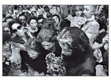 Una testimonianza da consegnare alla società civile, contemporaneamente un monito e un augurio. Un libro edito da Castelvecchi (Letizia Battaglia - Diario), è un racconto autobiografico che copre tutta la carriera della gradne fotografa di origine siciliana. Immagine dopo immagine, accompagnandole con i ricordi di una vita, si ricostruisce il percorso di una donna protagonista e interprete, con la sua macchian fotografica, dei decenni che ha attraversato. La fotografia l'ho vissuta come…