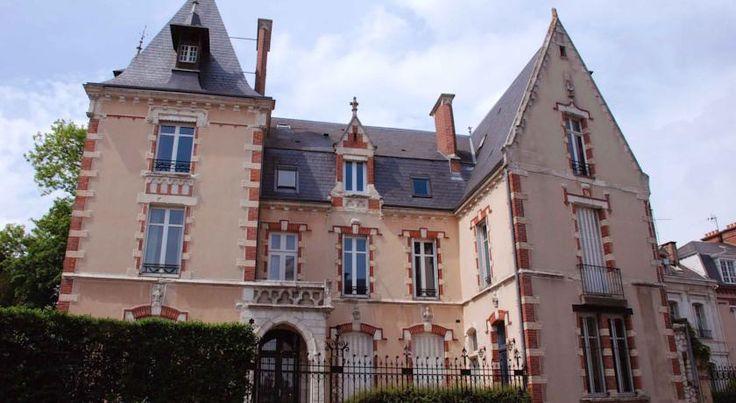 €82,50 Het Maunoury Citybreak ligt op 300 meter van de kathedraal van Chartres en biedt gratis WiFi, een gratis huisgemaakt continentaal ontbijt en kamers met elk...