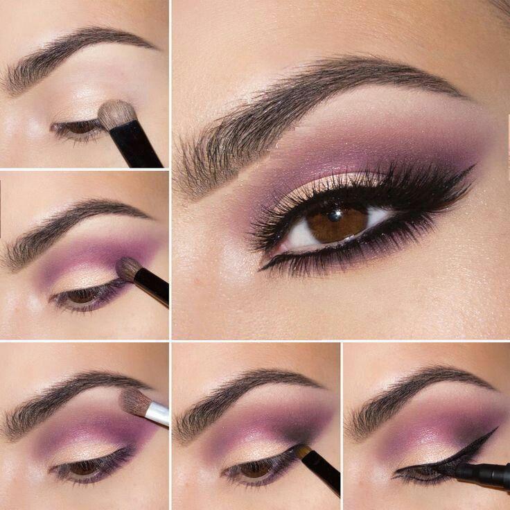 Maquillaje con sombra rosada y linea larga del delineador con mucho rimel.
