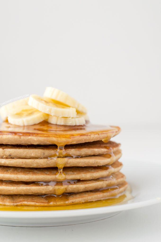 Las tortitas son ideales para desayunar o como postre. Esta receta es vegana, más ligera y está igual de rica que la original.