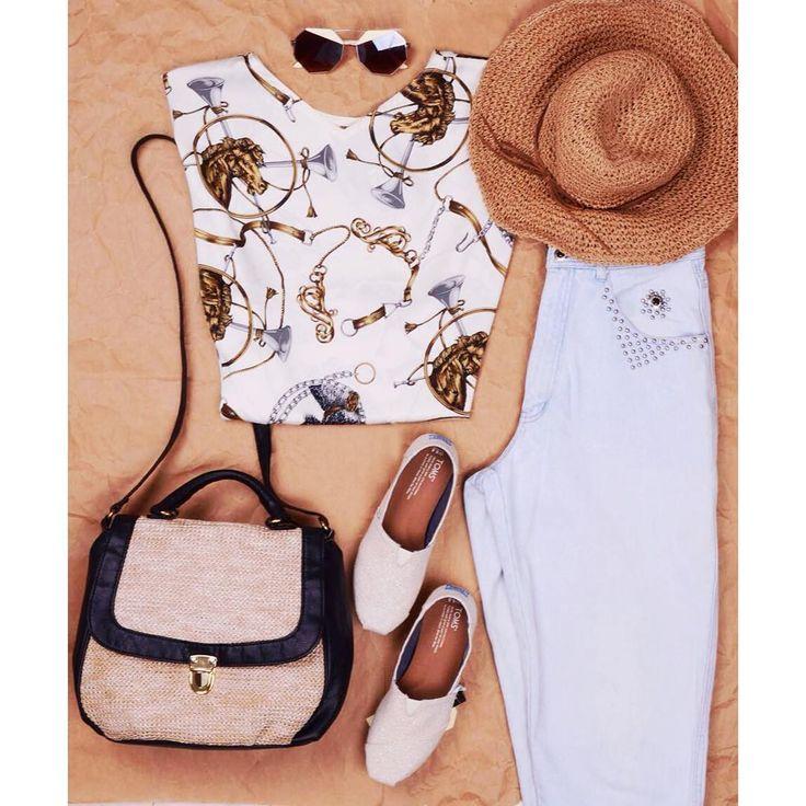 Vintage summer look 🌞  Cool dailylook ootd with versace style silk blouse and straw accessories  #szputnyik #szputnyikshop #budapest