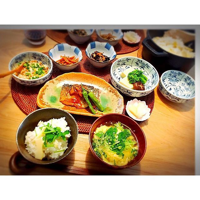 【メニュー】 サバの味噌煮 きんぴらゴボウ ひじきの煮物 高野豆腐と菜の花の炊き合わせ たけのこごはん 柚子大根のお漬物 味噌汁