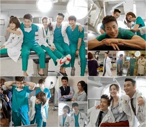 Kwon Sang Woo, Jung Ryeo Won, Joo Ji Hoon, Oh Yeon Seo, and Minho are one big happy family on the set of 'Medical Top Team'