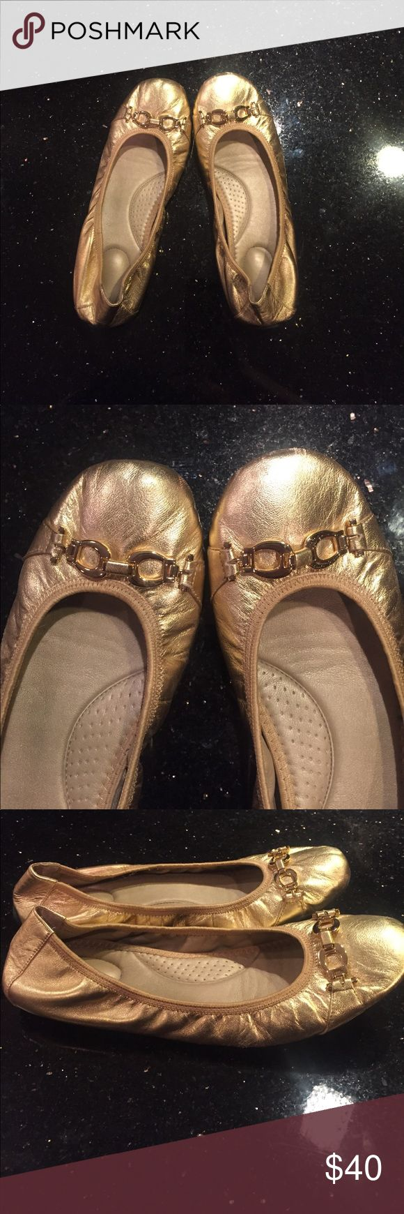 """Womens gold ballet flats ✨""""Me Too""""✨Gold ballet flats with gold buckle at the front!! The back stretches so they are very comfortable. Adorable for work or a dress. Only worn a few times!!! In awesome condition!!! 💥 Shoes Flats & Loafers"""