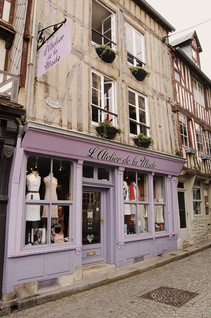 Wish I worked in this dress shop and lived in the apartment above it :o)