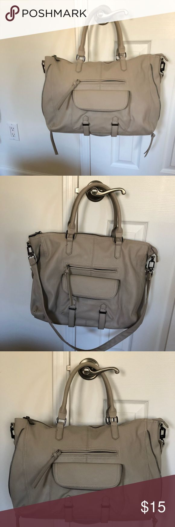 Steve Madden handbag. This is a Steve Madden bag in griege color. It's a combination of grey and beige. This bag holds a ton of stuff and comes with a detachable strap to wear it crossbody. This bag is in excellent used condition. Comes from a smoke free and pet free home. Steve Madden Bags Satchels