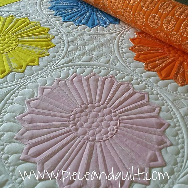 Love how the quilting on this enhances the piecing @gammillquilting #gammillquilting