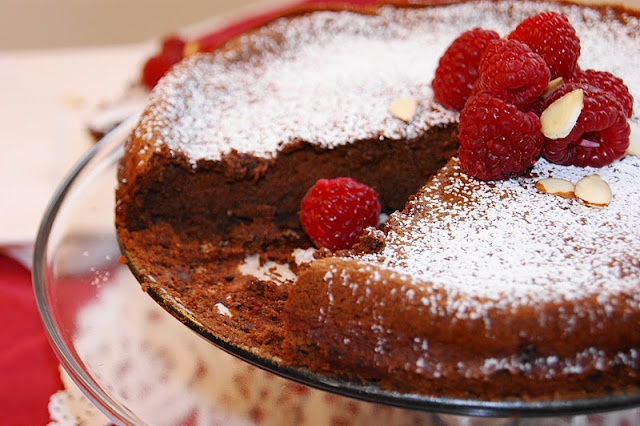 valentine day flourless chocolate cake