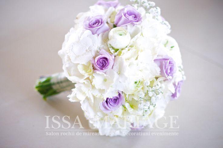 buchet mireasa issamariage cu ranunculus  si trandafiri lila