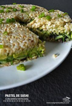 PASTEL DE SUSHI CON ARROZ INTEGRAL Comida rápida y muy fácil de preparar, muy nutritiva y es la opción para llevar a reuniones con familia y amigos! #sushi #vegana #vegetariana #recetasaludable #singluten #sinlacteos