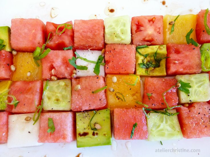 Tomato and Watermelon Summer Salad: Watermelon Salad, Cans Tomatoes, Tomatoes Salad, Summer Salad Recipes, Quick Recipes, Cubes Watermelon, Watermelon Summer, Heirloom Tomatoes, Food Trends