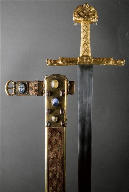 """Épée du sacre des rois de France, """"Joyeuse"""" Pommeau : Xe - XIe siècle?Quillons : XIIe siècle Musée du Louvre, Objets d'Art, MS 84"""