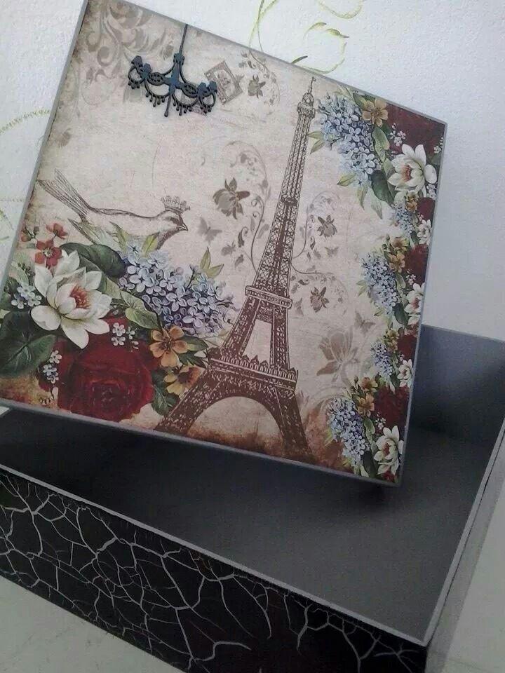 Sibel Güçlü кутия с айфеловата кула