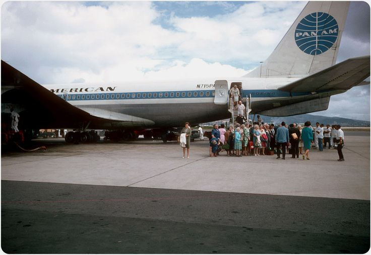 A Pan Am Boeing 707 arrives at Honolulu International Airport in 1967. In those days, passengers just walked right off the plane onto the tarmac to cross into the terminal. Via ElectroSpark Flickr