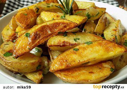 Máslové brambory s pečeným česnekem recept - TopRecepty.cz