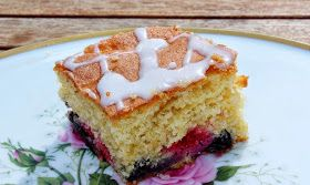 Monicas Matverden: Sommerlig skuffkake i langpanne med bær