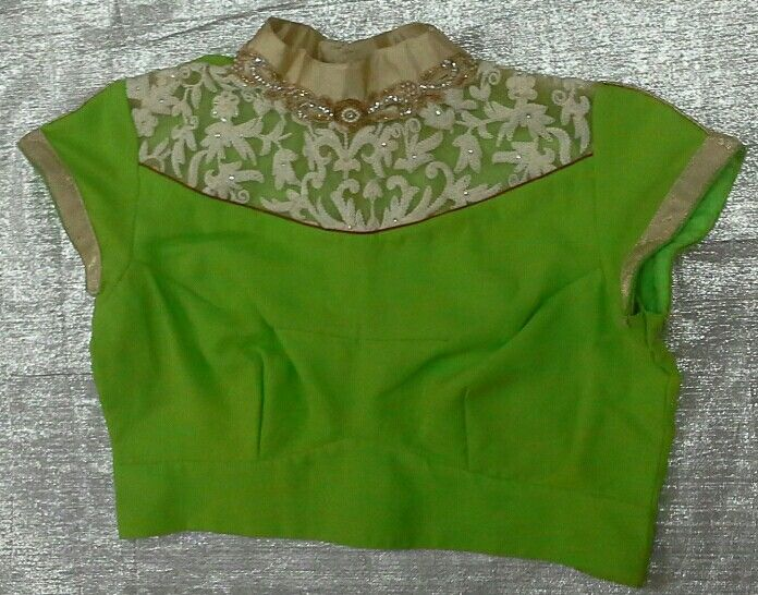 Crepe blouse woth collar neck 7702919644