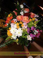 Buchet multicolor din trandafiri, miniroze si orhidee - livrare flori in Vaslui