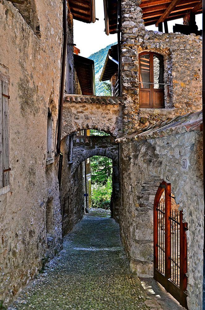 Borgo Canale di Tenno 2 di Gabriele Cabassi