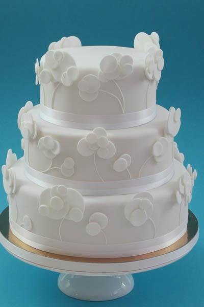 Ronde witte bruidstaart