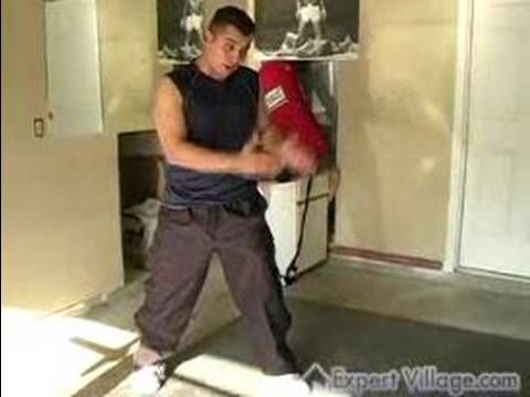Boxing Lessons for Beginners : Boxing stance - boxing moves - http://sports.onwired.biz/boxing/boxing-lessons-for-beginners-boxing-stance-boxing-moves/