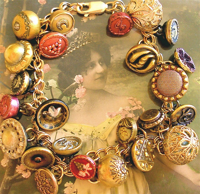 TO DO: Make my own antique button charm bracelet. I have most of the supplies and selecting the buttons would be a wonderful way to explore my collection!: Victorian Buttons, Vintage Buttons, Buttons Charms, Buttons Jewelry, Jewelry Accessories, Buttons Bracelets, Antiques Buttons, Charms Bracelets, Antiques Victorian