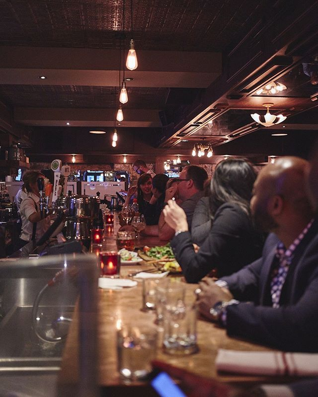 Experience The F1 Weekend In The Middle Of Old Montreal With Amazing Pub Style Cooking And A Wide Variety Taverne Vieux Montreal Vieux Port Montreal