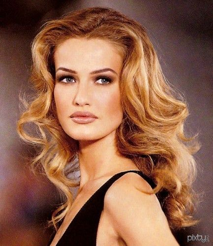 Karen Mulder - my favorite of the super models in the 90s.