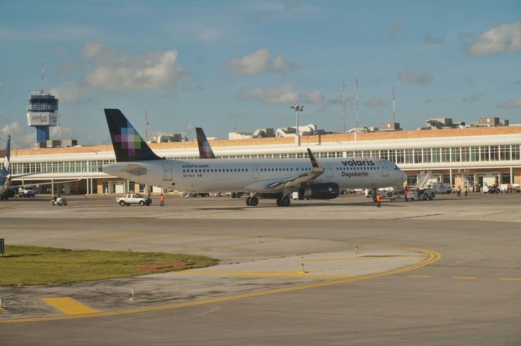 Volaris A321 at Cancun International Airport